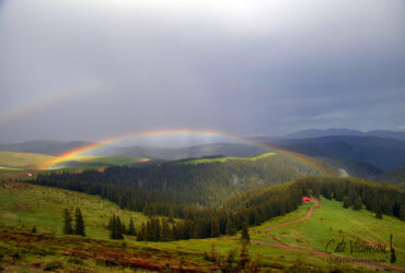 Munții Căpățânii: Vf Ursu, vf Cosana și un curcubeu de poveste